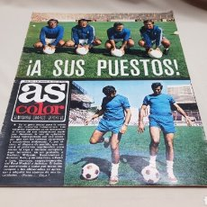 Coleccionismo deportivo: REVISTA AS COLOR, A SUS PUESTOS, N°220, AGOSTO 1975, POSTER REAL CLUB DEPORTIVO ESPAÑOL. Lote 133852925