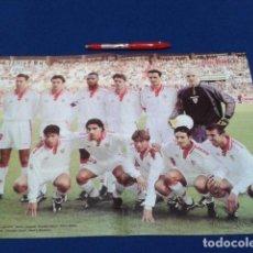 Coleccionismo deportivo: POSTER DOBLE PAGINA DON BALON ( SEVILLA C.F.) TEMPORARA 99/ 2000 . Lote 136416738