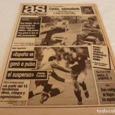 Coleccionismo deportivo: AS(28-5-90)ESPAÑA 1 YUGOSLAVIA 0,CARDÚS SUBE AL PODIO.ROJAS CONFIESA FRAUDE DEL BRASIL-CHILE. Lote 151576522