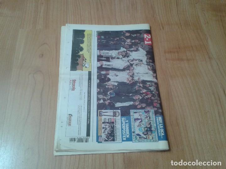 Coleccionismo deportivo: Real Madrid - Copa Intercontinental - Periódico AS - 2/12/1998 - En la cima del Mundo - Foto 5 - 152869818