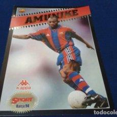 Coleccionismo deportivo: POSTER COLECCION SPORT POSTALES GIGANTES BARÇA 97 - 98 ( AMUNIKE ) LAMINA CON RELIEVE DE 30X21 CM. Lote 155701854