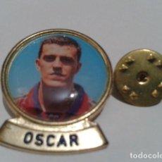 Coleccionismo deportivo: PIN F.C. BARCELONA DIARIO SPORT ( OSCAR ) LINEA F.C.B. DE LOS 90. Lote 155711622