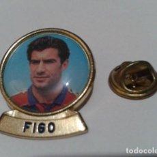 Coleccionismo deportivo: PIN F.C. BARCELONA DIARIO SPORT ( FIGO ) LINEA F.C.B. DE LOS 90 . Lote 155711958