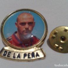 Coleccionismo deportivo: PIN F.C. BARCELONA DIARIO SPORT ( DE LA PEÑA ) LINEA F.C.B. DE LOS 90 . Lote 155711994
