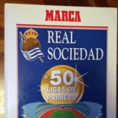 Coleccionismo deportivo: REAL SOCIEDAD: 50 LIGAS DE PRIMERA. UN CLUB CON SOLERA EN LA HISTORIA DEL FUTBOL. MARCA. Lote 157011394