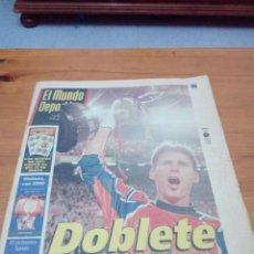 Coleccionismo deportivo: EL MUNDO DEPORTIVO. 1998. DOBLETE HISTÓRICO. EL BARÇA CONQUISTÓ SU 24 COPA ... EST1B1. Lote 162002786
