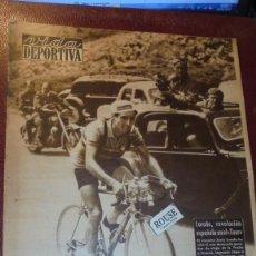 Coleccionismo deportivo: VIDA DEPORTIVA Nº 410 AÑO X - 20 JULIO 1953 - CICLISMO LOROÑO REVELACION ESPAÑOLA EN EL TOUR CHILE 1. Lote 166249886