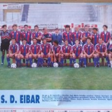 Colecionismo desportivo: FÚTBOL REVISTA DON BALÓN 1995 1996 MINI POSTER SD EIBAR + HOJAS CON LOS JUGADORES. Lote 166583270