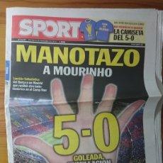 Coleccionismo deportivo: DIARIO SPORT N°11207 - MANOTAZO A MOURINHO - BARÇA 5-0 REAL MADRID, AÑO 2010. Lote 174102999