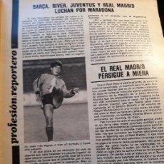 Coleccionismo deportivo: BARCA , RIVER , JUVENTUS Y REAL MADRID LUCHAN POR MARADONA - NOTICIA DEL AÑO 1981- HOJA REVISTA. Lote 179223966