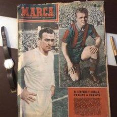 Coleccionismo deportivo: DI STEFANO Y KUBALA REVISTA MARCA 1953. Lote 180974788