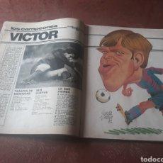 Coleccionismo deportivo: REPORTAJE DE VICTOR MUÑOZ JUGADOR DEL BARCELONA - POSTER Y CARICATURA - AÑO 1982. Lote 181192622
