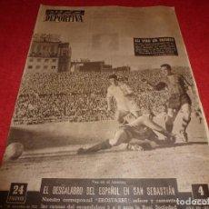 Coleccionismo deportivo: (LLL)VIDA DEPORTIVA Nº: 529(7-11-55)LAS QUINIELAS,AT.MADRID-BILBAO,PAZOS,BARÇA 3 SEVILLA 1. Lote 185777813