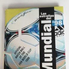Coleccionismo deportivo: LAS ESTRELLAS DEL MUNDIAL 98: EL AÑO DEL FUTBOL. Lote 191029135