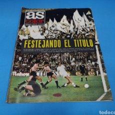 Coleccionismo deportivo: REVISTA AS COLOR NUM. 207. FESTEJANDO EL TÍTULO. PÓSTER CENTRAL REAL MADRID DE BALONCESTO. Lote 193902316