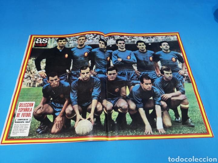 Coleccionismo deportivo: Revista AS COLOR NUM. 472. ITALIA: EUROCOPA. PÓSTER SELECCIÓN ESPAÑOLA FÚTBOL CAMPEÓN EUROCOPA 1964 - Foto 2 - 193995408