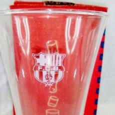 Coleccionismo deportivo: VASO CERVEZA CON ESCUDO GRABADO DEL FC BARCELONA VENÍAN CON EL DIARIO SPORT EN SU CAJA. Lote 194163166