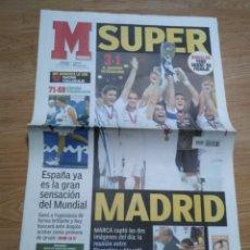 Coleccionismo deportivo: DIARIO MARCA 31 AGOSTO 2002: EL REAL MADRID GANA LA SUPERCOPA DE EUROPA ANTE EL FEYENOORD. Lote 195588180