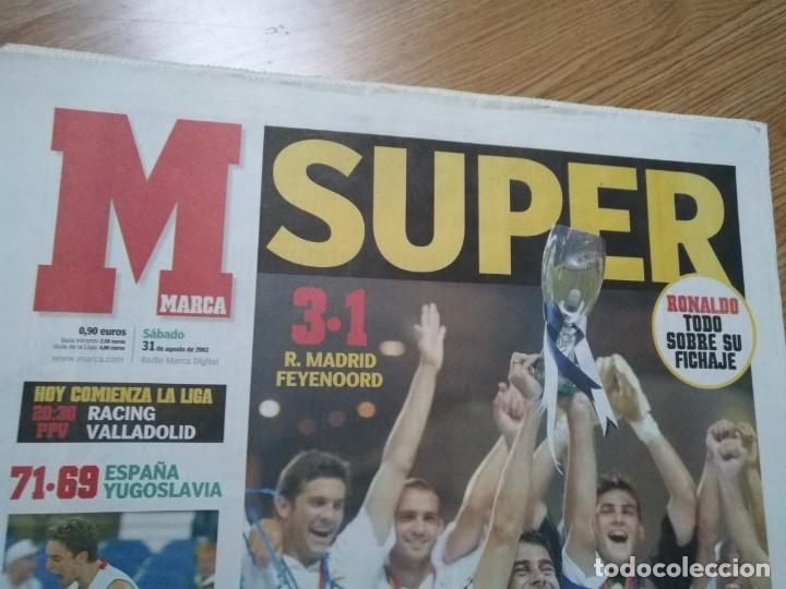 Coleccionismo deportivo: DIARIO MARCA 31 AGOSTO 2002: EL REAL MADRID GANA LA SUPERCOPA DE EUROPA ANTE EL FEYENOORD - Foto 2 - 195588180
