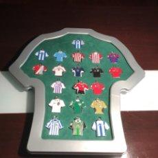 Coleccionismo deportivo: COLECCION 20 LLAVEROS CAMISETAS EQUIPOS 1ª DIVISION DE FUTBOL CON EXPOSITOR- -REVISTA MARCA. Lote 199554925