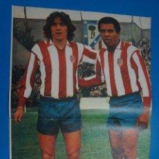 Coleccionismo deportivo: POSTER DE FUTBOL DEL LEIVINHA Y PEREIRA DEL ATLETICO DE MADRID DE AS COLOR. Lote 201272246