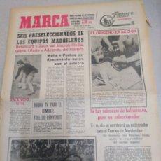Coleccionismo deportivo: MARCA-14/10/65,SEIS PRESELECCIONADOS DE LOS EQUIPOS MADRILEÑOS,MULTA A PUSKAS POR DESCONSI. Lote 204127538