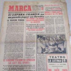 Coleccionismo deportivo: MARCA-11/1/61,EL ESPAÑA-FRANCIA SE JUGARÁ EN SEVILLA,ENTREVISTA BRASIL EL CACHE DEL MADRID. Lote 204235458