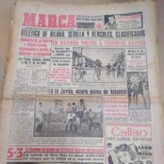 Coleccionismo deportivo: MARCA-25/4/55-EL CHARLTON FUE BATIDO POR EL MADRID 5-3 DESPUÉS DEL DESCANSO,BILBAO,SEVILLA,HERCULES. Lote 206994890