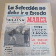 Coleccionismo deportivo: MARCA-20/4/74-LA SELECCIÓN NO DEBE IR A ESCOCIA,FIESTA EN EL NOU CAMP BARSA CAMPEON. Lote 207220242