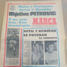Coleccionismo deportivo: MARCA-15/6/73-AL CABO DE 40 AÑOS ITALIA VENCIO A INGLATERRA 2-0,REPORTAGE SOL VALENCIA PARTE TRASERA. Lote 207220491
