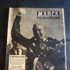 Coleccionismo deportivo: MARCA. SEMANARIO GRAFICO DE LOS DEPORTES. Nº 621. AÑO XIII. 1954. SEVILLA 1 ALAVES 2. LEER. Lote 213027665