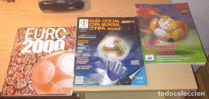 LOTE DE 3 ESPECIALES MUNDO DEPORTIVO MUNDIALES 1998 - 2002 - EUROCOPA 2000 EN MUY BUEN ESTADO (Coleccionismo Deportivo - Revistas y Periódicos - Mundo Deportivo)