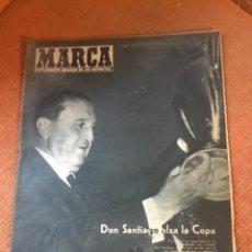 Coleccionismo deportivo: MARCA - Nº 862 - 9 JUNIO 1959 - D. SANTIAGO BERNABEU ALZA LA CUARTA COPA DE EUROPA CONSECUTIVA. Lote 214960323