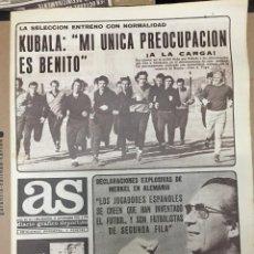 Coleccionismo deportivo: AS (21-11-1973) MAX MERKEL KUBALA ESPAÑA ALEMANIA ORTIZ AQUINO ESPAÑOL HELMUT SCHOEN. Lote 218116215