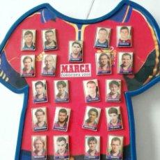Coleccionismo deportivo: MARCA: PIN DE LA SELECCION DE JUGADORES PARA LA EUROCOPA 2000.. Lote 225494695
