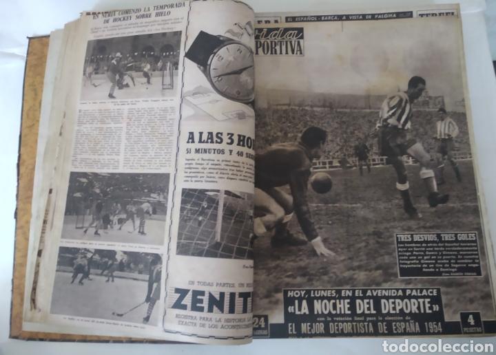 Coleccionismo deportivo: Libro con 29 periódicos de la Vida deportiva. Años 1954 -1955. - Foto 9 - 228670710