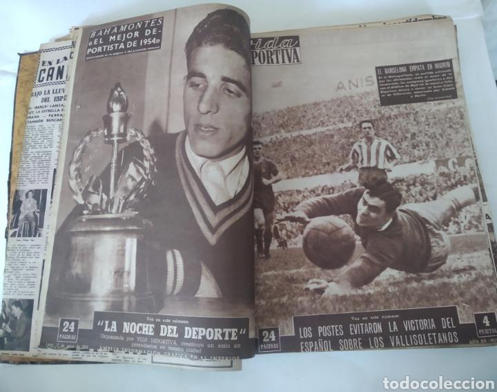 Coleccionismo deportivo: Libro con 29 periódicos de la Vida deportiva. Años 1954 -1955. - Foto 10 - 228670710