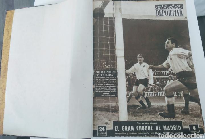 Coleccionismo deportivo: Libro con 29 periódicos de la Vida deportiva. Años 1954 -1955. - Foto 17 - 228670710