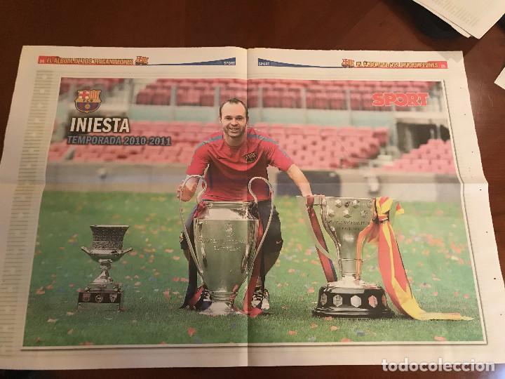 Coleccionismo deportivo: suplemento sport - iniesta - album de tricampeones + poster del fc barcelona 10-11 - Foto 2 - 231805825