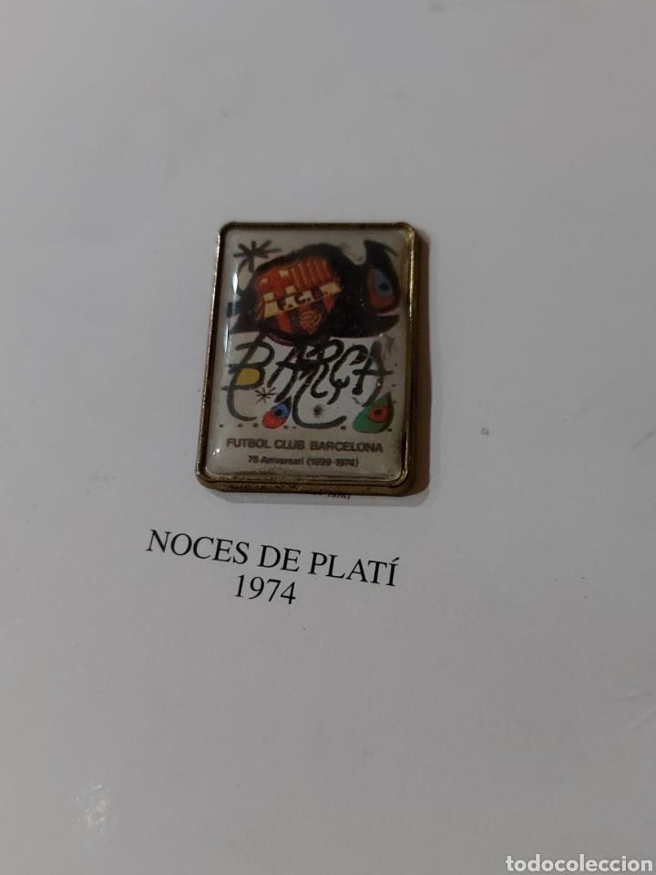 Coleccionismo deportivo: Diari Sport Pins Històrics del Barça 9 Láminas + pin Balón oro Stoichkov 1994 - Foto 8 - 232990775