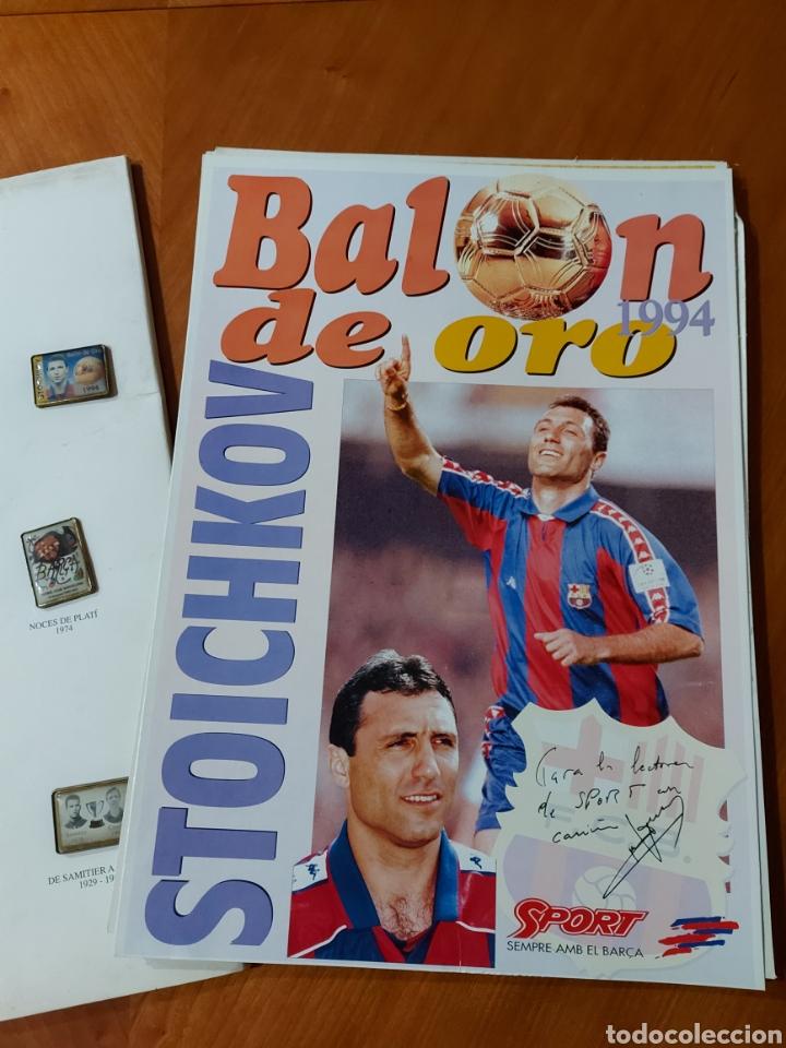 Coleccionismo deportivo: Diari Sport Pins Històrics del Barça 9 Láminas + pin Balón oro Stoichkov 1994 - Foto 9 - 232990775