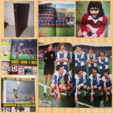 Coleccionismo deportivo: TOMO CON 12 REVISTAS AS COLOR 1972-1973. CONTIENE 8 POSTERS. Lote 236090790
