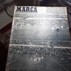 Coleccionismo deportivo: REVISTA MARCA 1959 .R.MADRID 3 AT.MADRID 3. BARCELONA MILAN .VENCIO EL RAYO AL PLUS ULTRA. Lote 238496490
