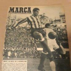 Coleccionismo deportivo: REVISTA MARCA 1959 . AT.MADRID 0 R.MADRID 0 . EL MANCHESTER UNITED PASÓ POR MADRID. LA VESPA 1960. Lote 239474765