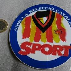 Coleccionismo deportivo: PEGATINA SPORT AMB LA SELECCIÓ CATALANA. Lote 241685675