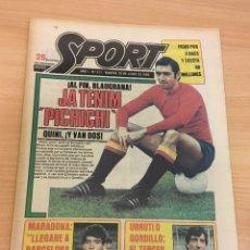 Coleccionismo deportivo: DIARIO DEPORTIVO SPORT Nº 211 - 10 JUNIO 1980 - QUINI AL FC BARCELONA - MARADONA AL CAER. Lote 242224535