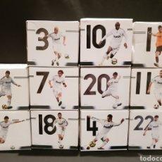 Coleccionismo deportivo: 11 TAZAS JUGADORES REAL MADRID. COLECCIÓN MARCA. PRODUCTO OFICIAL.. Lote 243985450