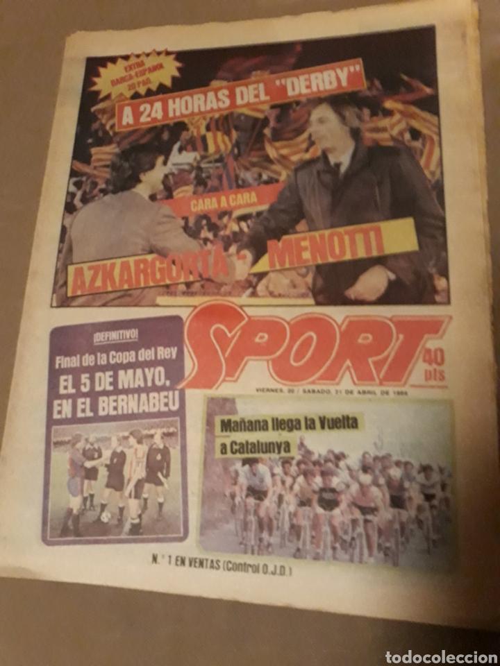 SPORT 21 ABRIL 1984 . DERBY BARCA - ESPAÑOL . ARBITRO PES PEREZ . VICTOR Y ZUÑIGA SUPER - DERBY (Coleccionismo Deportivo - Revistas y Periódicos - Sport)