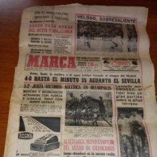 Coleccionismo deportivo: DIARIO MARCA DEL 28 DE FEBRERO DE 1966 OTRA VEZ EMPATADOS MADRID Y ATLETICO A POSITIVOS. Lote 245991310
