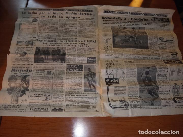 Coleccionismo deportivo: EL MUNDO DEPORTIVO DEL 14 DE FEBRERO 1966 EL MADRID BATIO AL ZARAGOZA Y MANTIENE LAS DISTANCIAS - Foto 2 - 246003005